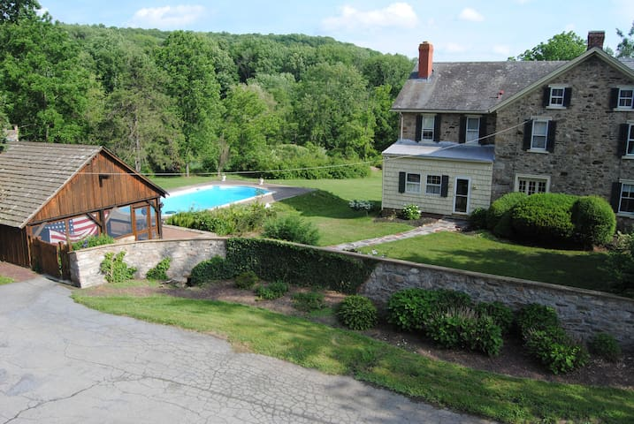 Historic Stone Home with pool and Cabana 5 Acres - Zionsville - Casa