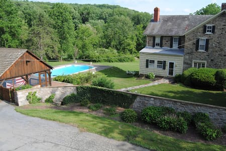 Historic Stone Home with pool and Cabana 5 Acres - Zionsville - Rumah