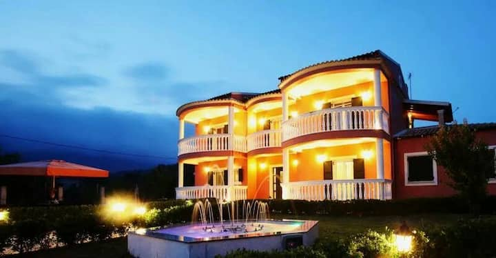Luxury Villa Felekas