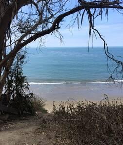 Quiet Beachside Community near UCSB