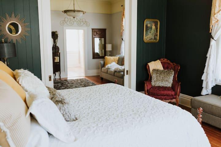 Royal Olive Manor - Bemis Room