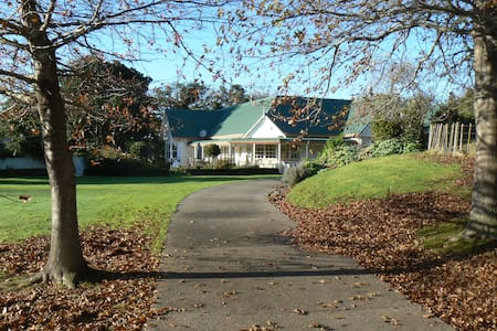 Whitford Country House B&B - Auckland - Bed & Breakfast