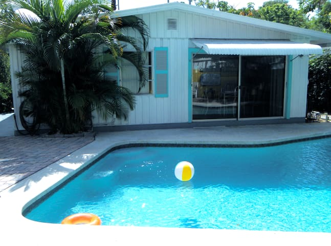 PRIVATE BED/BATH FOR 2--POOL HOUSE!