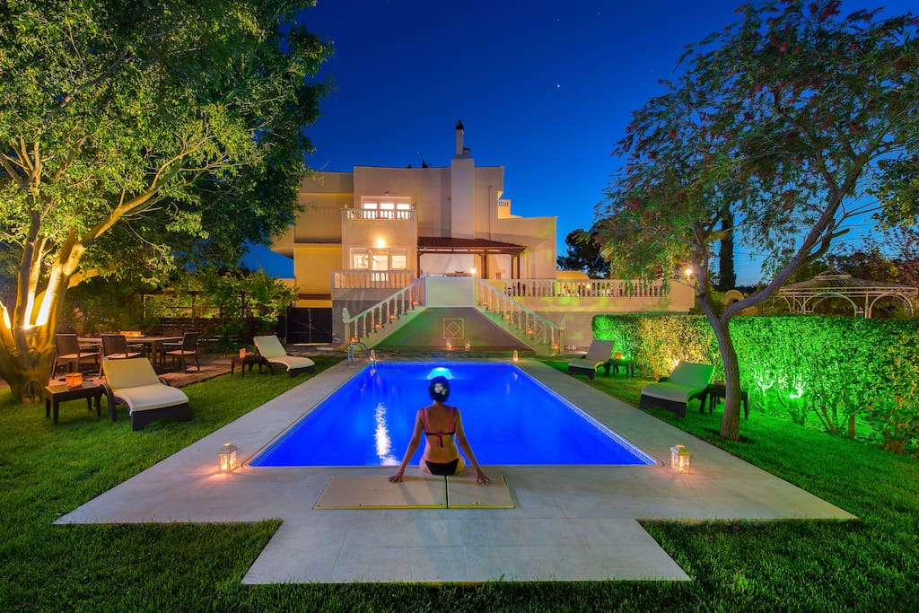 Relax and enjoy the pool at night !!!