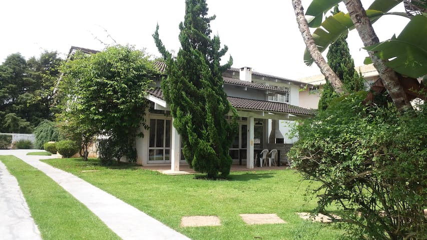Casa de campo na Granja Viana - Carapicuiba