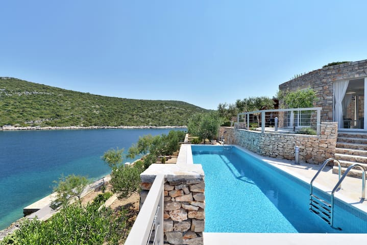 AMAZING BEACH HOUSE - Maslinica - Villa