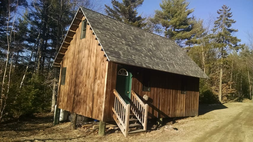 Tibbetts Mountain Solar Cabin - Brownfield