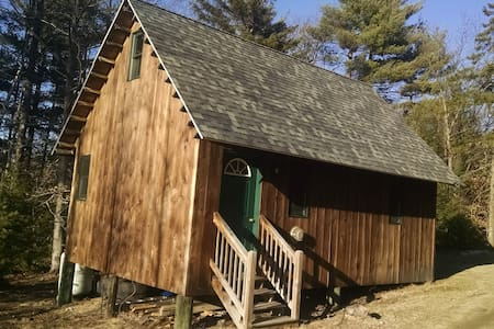 Tibbetts Mountain Solar Cabin - Chatka