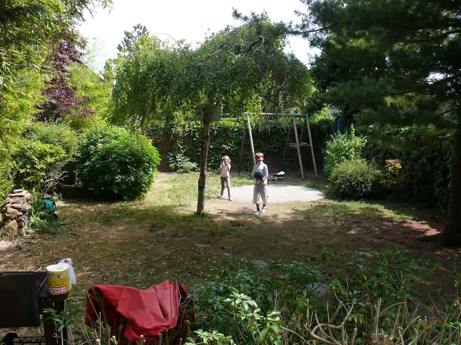 Le Jardin - The Garden - Ping Pong - Trampoline - Plancha