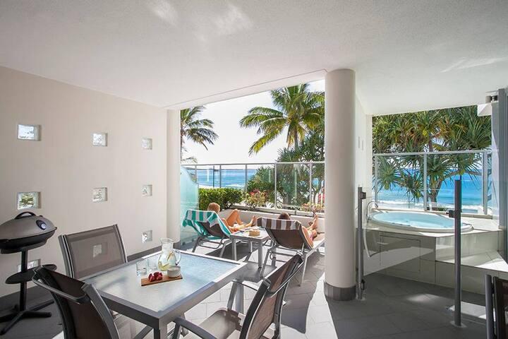 One Bedroom Beachfront Spa Apartment