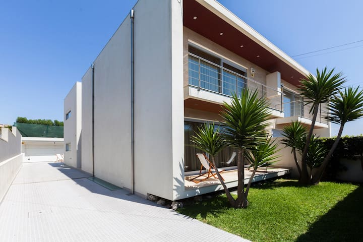 Luxuosa moradia, junto a praia - Vila do Conde - House
