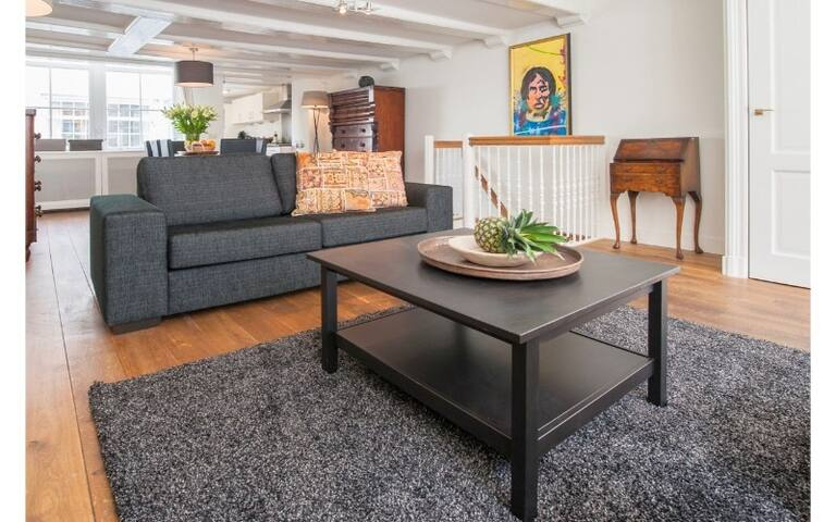 3 Bedroom Apartment in Jordaan District Available for a Minimum of 7+ nights