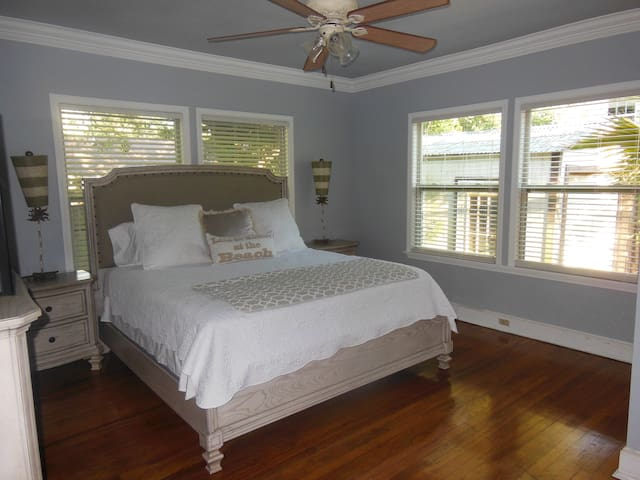 3 BR 2blks beach, Keesler, Casinos, Pets welcome!! - Biloxi - House