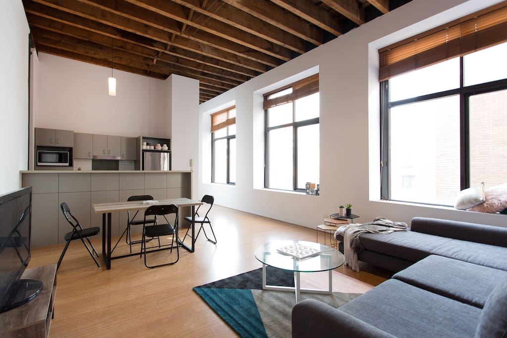 Large New York style loft apartment in CBD - Apartments ...