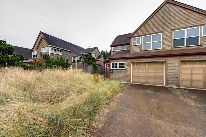New listing! Beautifully modern home w/ great beach access & gas fireplace!