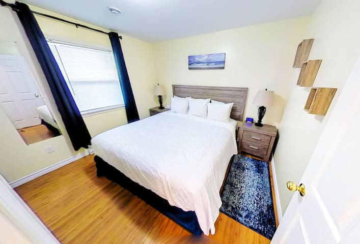 Central, Family Friendly, Drive Up, Close to Ferry