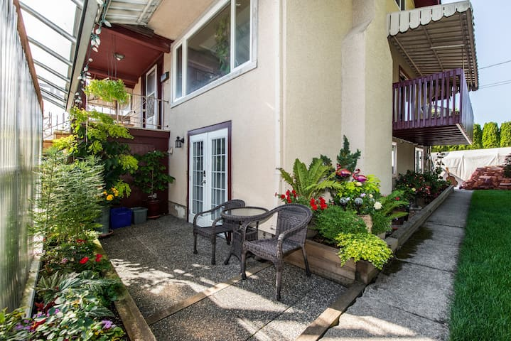 Jenny's Garden Guest Suite (South Burnaby)