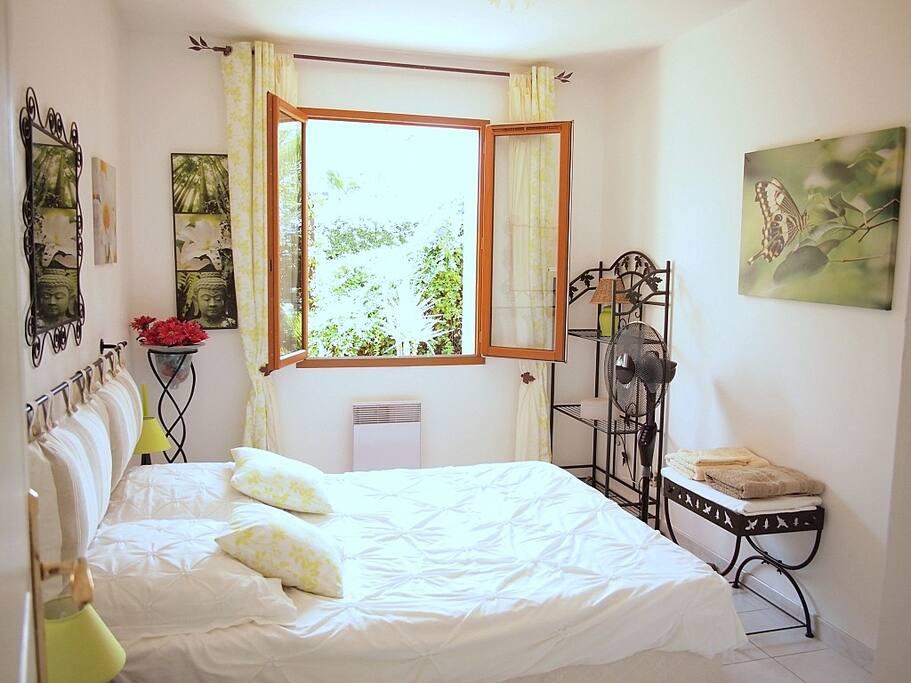 Your bedroom - Votre chambre