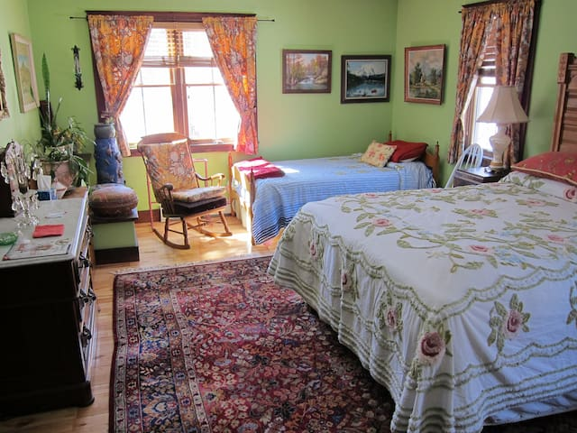 Clarendon Springs B&B, 1 Medium Room, 1-4 Guests - West Rutland