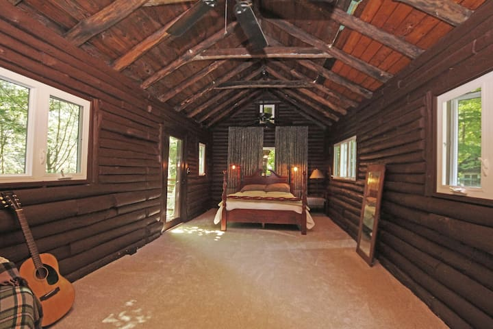 Private Cozy Log Cabin in Pawling - Holmes - Penzion (B&B)