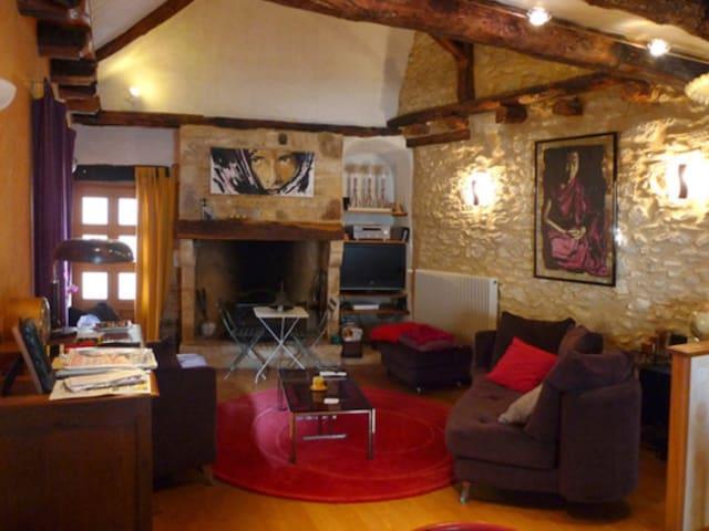 Cosy maisonnette coeur village - Montignac - Hus