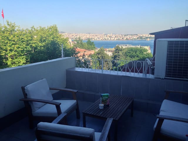Cihangir Top Floor with Sea view and Terrace - Istanbul - Flat