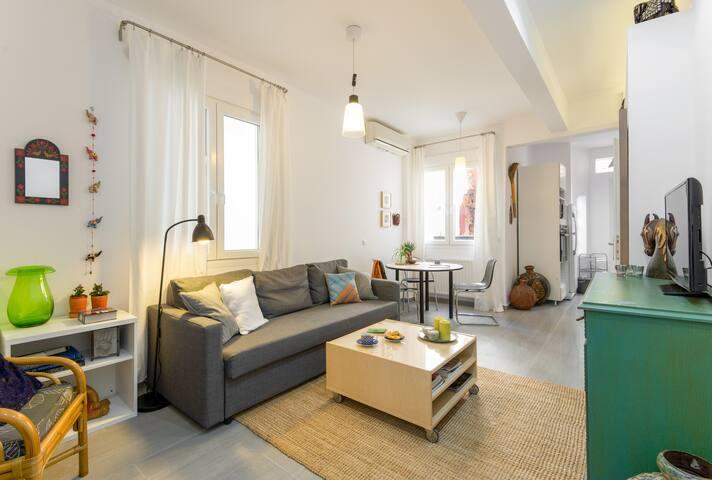 Fresh ethnic apartment in city centre