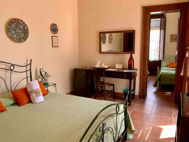 Room & Garden 50m from the sea