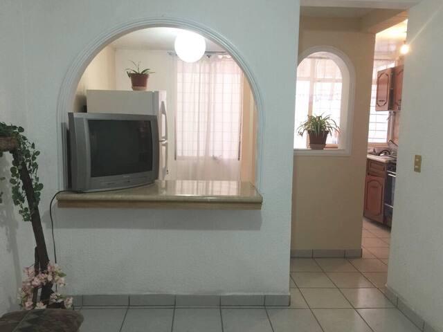 Renta habitación (cocina,baño, sala) bien ubicado