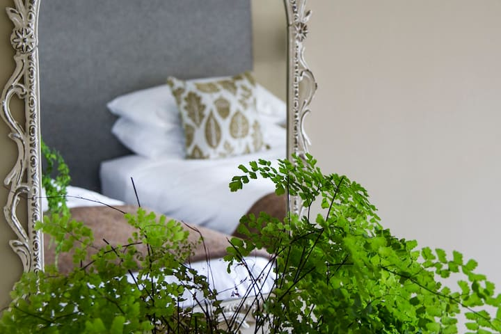 Super king-size room Staffa, Pennygate Lodge, Mull