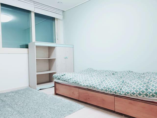 안양역 5분거리 신축아파트 방3개중 작은방사용