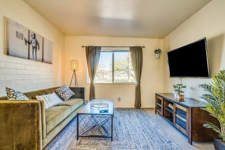 ❤️Lovely home 5 min to UofA +Yard, Parking & BBQ❤️