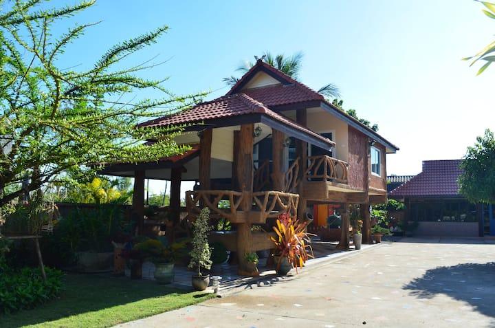Luxury Bungalow (Baan Tonmai Private Residence).