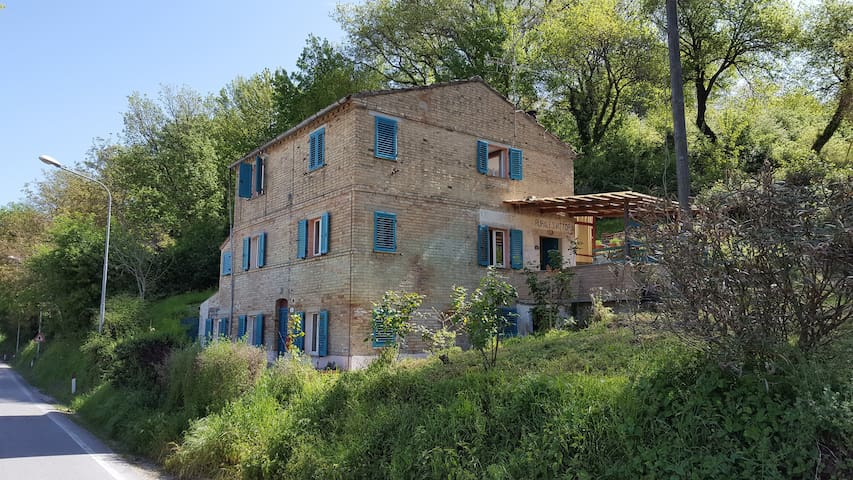Spacious rural views Gas Heating Log Fire - Servigliano