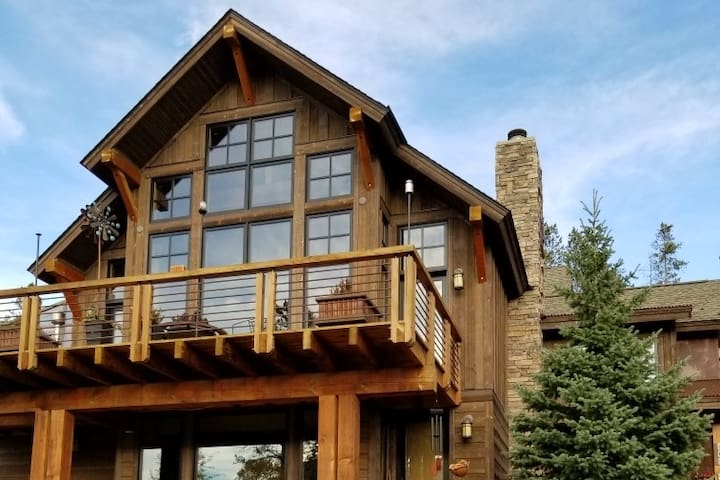 Award Winning Remodeled Cozy Mtn Home!