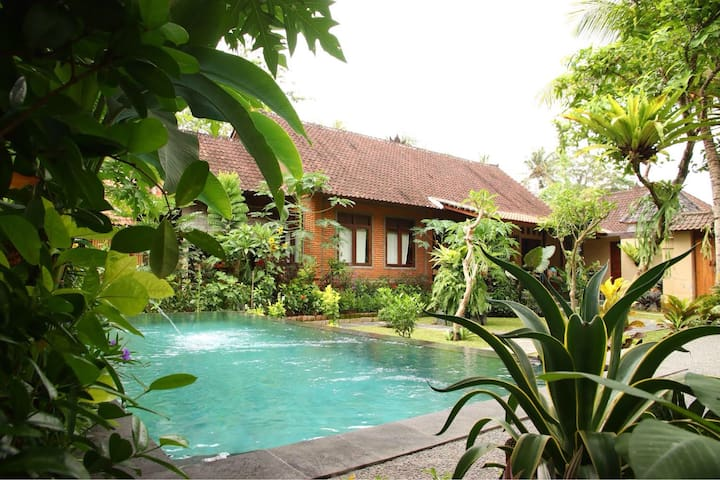 Gekko  poolgarden studio-5 min centre of Ubud