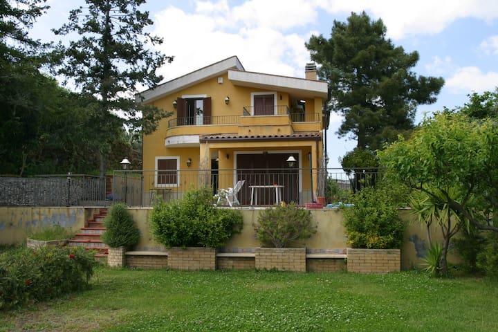 Villa Caterina, 3 bedrooms, large garden parking - Piedimonte etneo - Villa