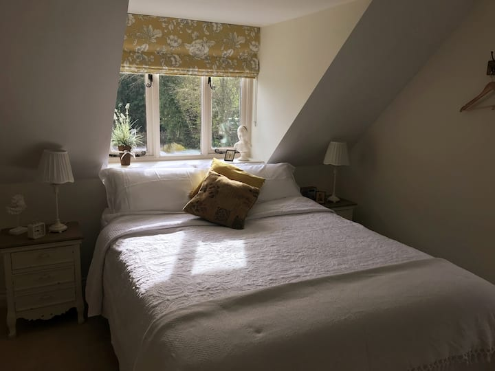 Two rooms,private bathrooms,breakfast nr to Wells