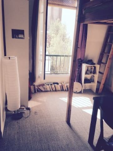 Flat near Montmartre with view upon a garden. - Paris - Apartment