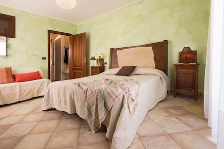 Agrialpi, camera kiwi, immersa nel verde - Bed & Breakfast