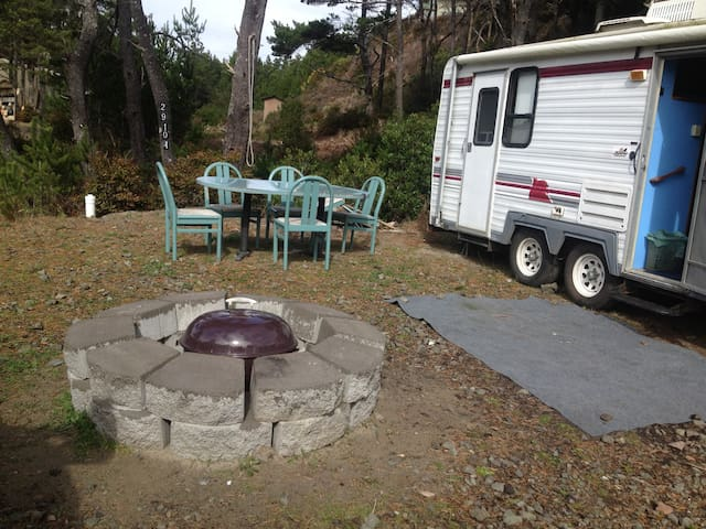 Comfortable Trailer Two blocks From The Beach!