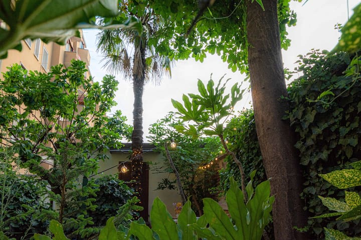Secret garden in the heart of Isola