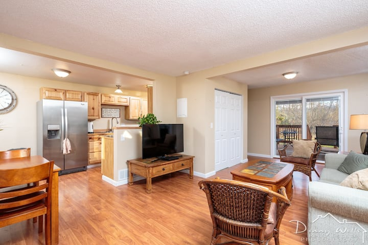 10 Minutes from Airport - Duplex in So Anchorage B