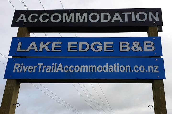 Lake Edge Studio B & B