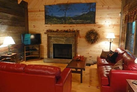Astonishing Creekside Cabin - Rogersville