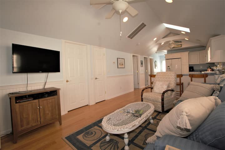 Manasquan cottage half block from beach