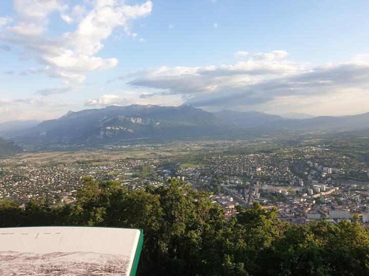 Entre lac, ville et montagnes