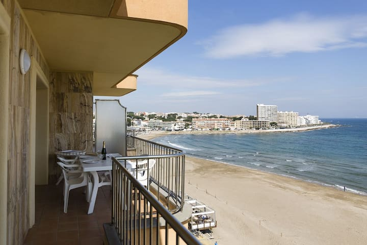 Apartment with sea views, near the beach! Big apartment (60 m2), located in front of Riel