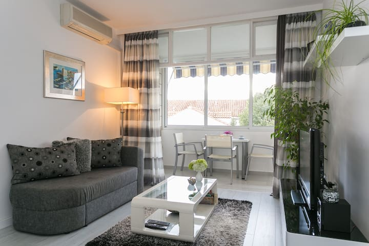 Sunny & cosy apartment with parking