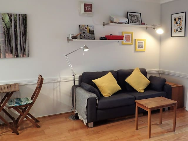 Private & Cosy Townhouse, Close to City & Airport